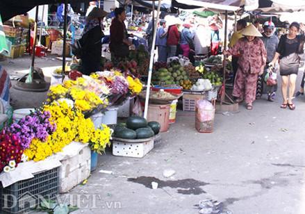 Quảng Ngãi Bỏ chợ ra vỉa hè bán trái cây vì sao