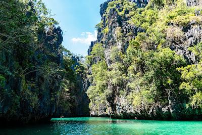 Small-Lagoon-Miniloc-Bacuit-Bay-El-Nido-Palawan-Philippines