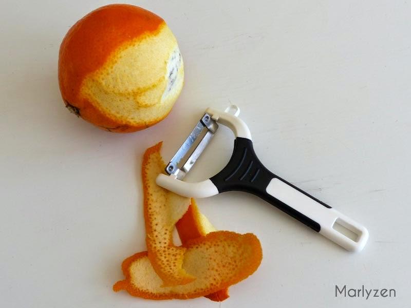 Pelez les oranges sanguines.