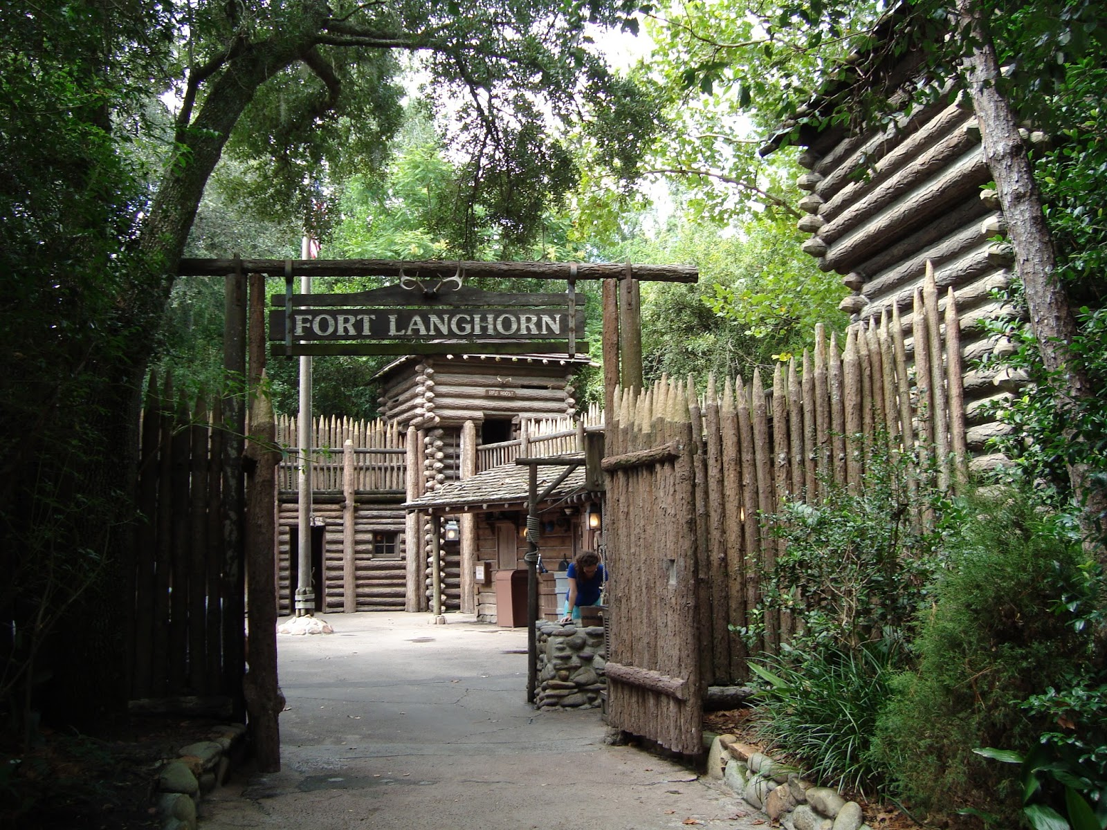 yesterday tomorrow and fantasy tom sawyer island part 3 aunt d for the home of tom s aunt it originally served as another food counter sitting picturesquely along the rivers of america