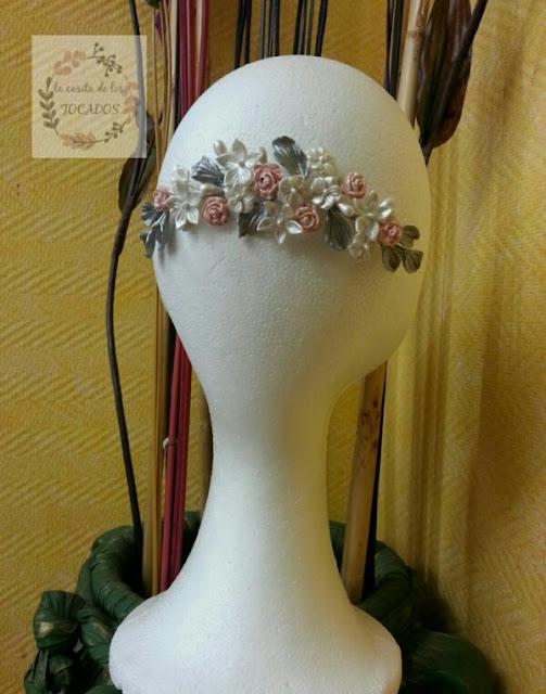 Tocado para novia en porcelana fria con hojas y flores
