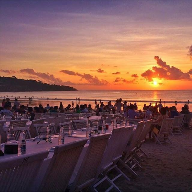 sunset pantai jimbaran dan seafood lezat