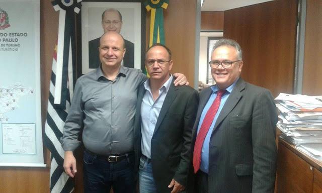 Prefeito de Bananal e servidoras municipais são recebidos pelo Secretário Estadual de Turismo, Laércio Benko.
