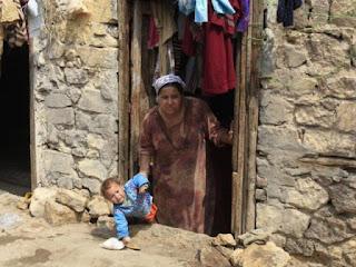 سوسة: يسرق مواد البناء من الحضائر ويوزعها على الفقراء لمجابهة الامطار!
