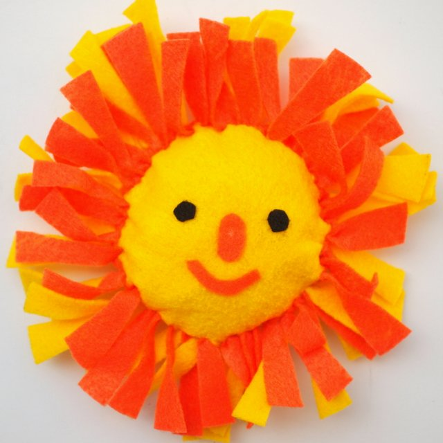 cute summer camp kids craft- no-sew felt sun pillow