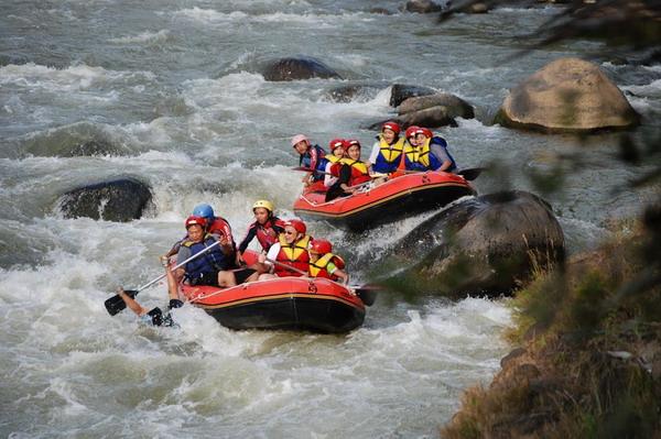 Arung jeram (rafting) di Sungai Progo - Jawa Tengah dan Yogyakarta