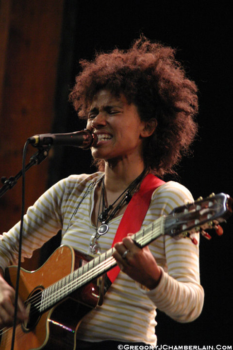 MusicLoad.Com presents Nneka - Photo by Gregory J. Chamberlain