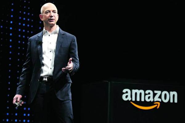 جيف بيزوس المدير التنفيذي لأمازون يخسر 50 مليار دولار