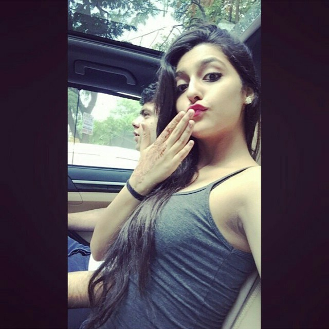 indian-instagram-girl-give-you-kiss