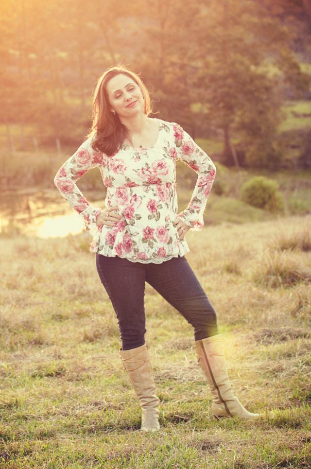 Skinny jeans, bata floral e botas