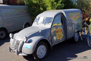 Véhicules Publicitaires Anciens Riom, 2015 Citroën 2 cv camionnette