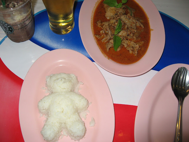 What to do on a honeymoon in Thailand: eat delicious Thai food