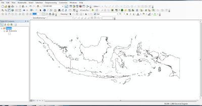 Peta adalah suatu gambar dari unsur - unsur alam dan atau buatan manusia , yang berada di atas maupun di bawah permukaan bumi yang digambarkan pada suatu bidang datar dengan skala tertentu .