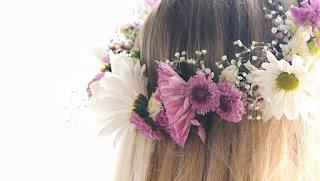 https://4.bp.blogspot.com/-CT0aF_YZRnE/WxiLvF5wsdI/AAAAAAAAWik/pi8F_C7WaqgmBymJSqzY1mCHZirRuetggCLcBGAs/s320/flower-crown-final-1024x578.jpg