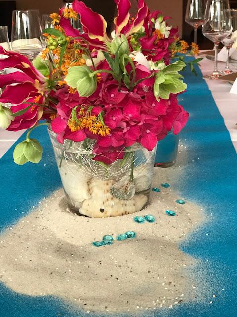 Tischblumen, exotisch heiraten, Malediven Karbiik-Hochzeit im Seehaus, Riessersee Hotel Garmisch-Partenkirchen Bayern, Hochzeitsplanerin Uschi Glas