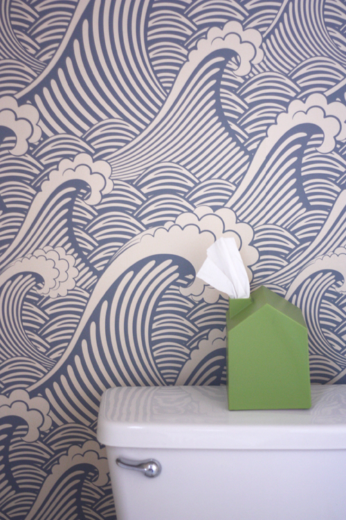 Removable wallpaper in the bathroom | How About Orange
