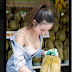Siya po si Durian Girl na nagviral ngayon sa social media.Kilalanin po natin