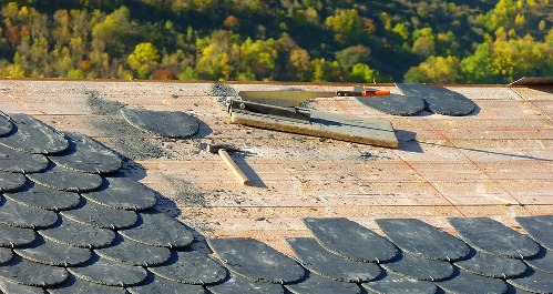pixabay.com/en/roofing-carpenter-roofer-slate-1808936