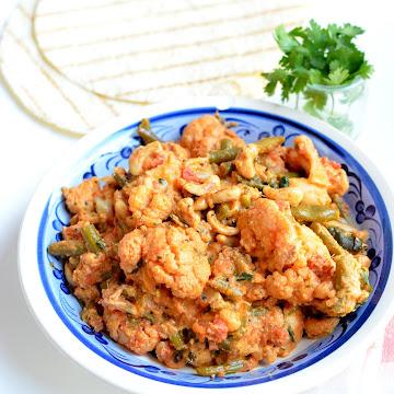 Indyjskie curry z kalafiora i nerkowców - Czytaj więcej »