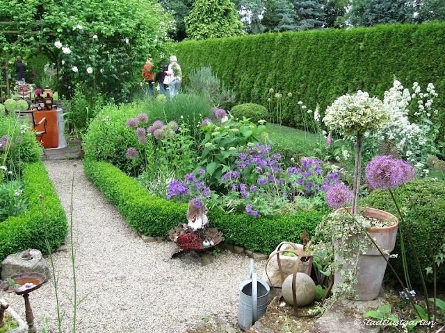stadtlustgarten offene gartenpforte zu besuch im landhausgarten mit t pferei. Black Bedroom Furniture Sets. Home Design Ideas