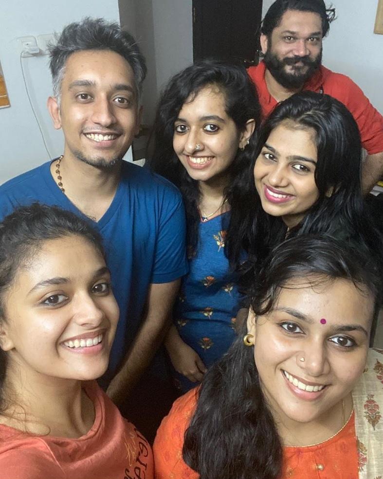 Keerthy Suresh with her Akka Revathy Suresh and Bava Nithin 2