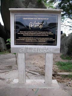 tugu lokasi syuting film Laskar Pelangi