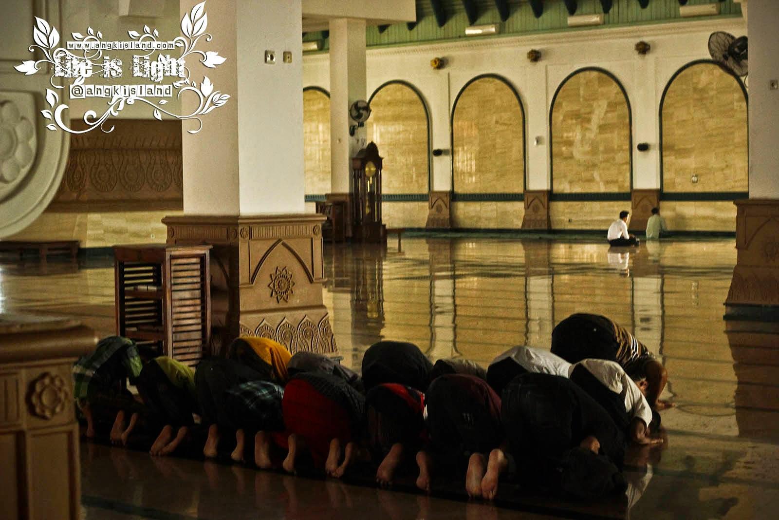 Jamaah Masjid Agung Jawa Tengah