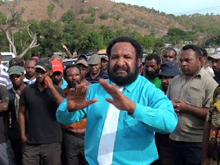 Polye visits displaced residents of Morata in Port Moresby