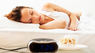 ¿Comes muy tarde y mucho? Grave error antes de dormir