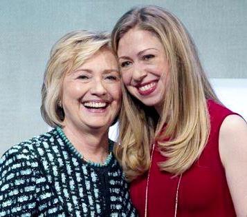 Foto de Hillary Clinton junto a su heredera
