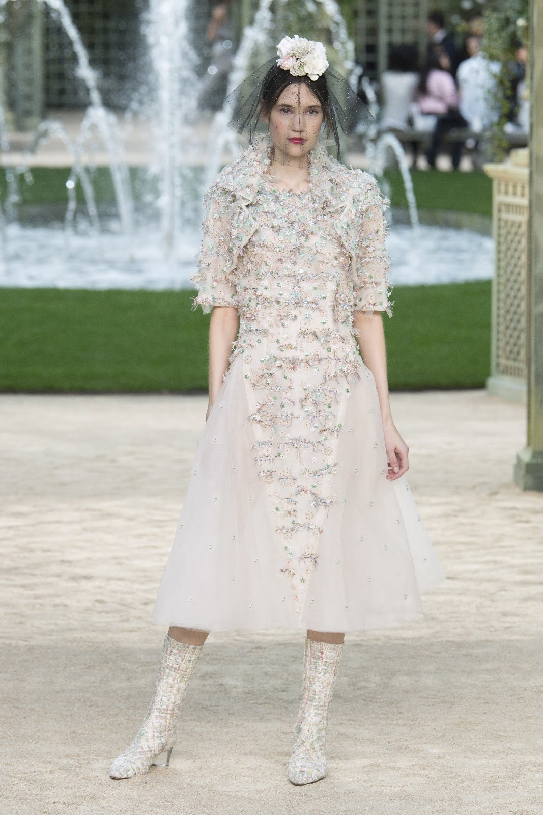 Runway chanel haute couture spring summer 2018 paris for Haute couture fashion