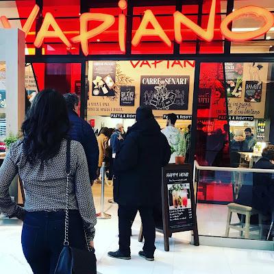 Entrée du restaurant Vapiano au carré Sénart