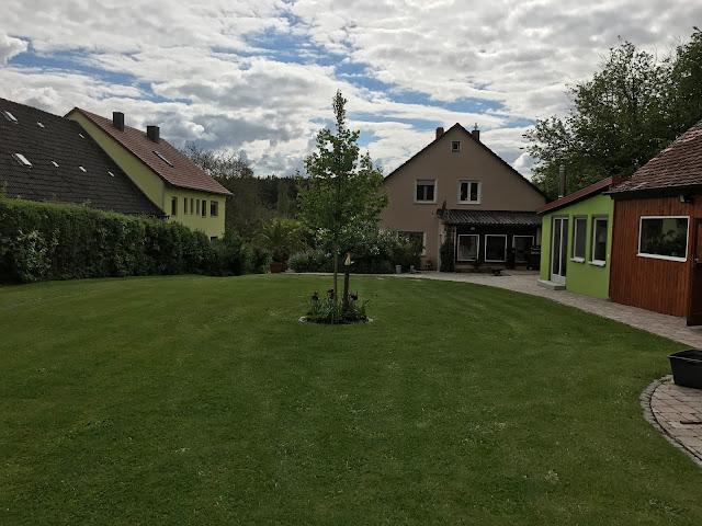 der Rasen ist frisch gemäht (c) by Joachim Wenk
