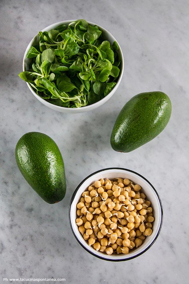 Ingredienti per la preparazione dell'insalata di ceci germogliati