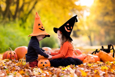 children-playing-with-Pumpkin-Halloween