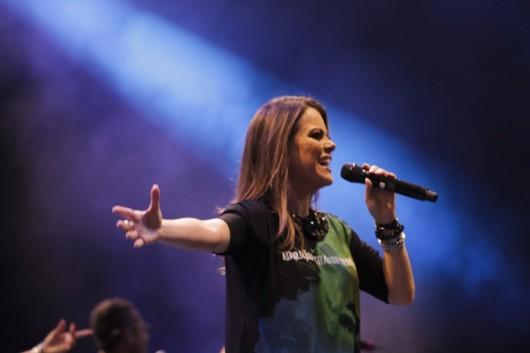 Você usa(ria) camiseta de Artistas Gospel? - Ela é Cristã