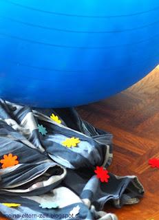 Baby Erstausstattung: Tragetuch und Gymnastikball