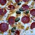 Uma pizza com uma mistura de ingredientes um tanto conhecida que consegue dar muito sabor, além de uma doce que garante uma boa sobremesa... comendo 1 pizza A moda do pizzaiolo + 1 broto de brigadeiro em Pizzaria E Restaurante Ki-Dellicia.