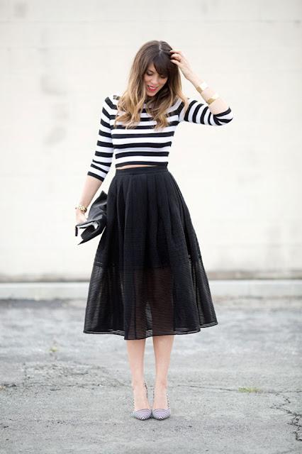 cách phối đồ với áo thun và chân váy midi