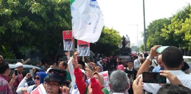 Ribuan Buruh Antarkan Prabowo-Sandi Daftar Ke KPU