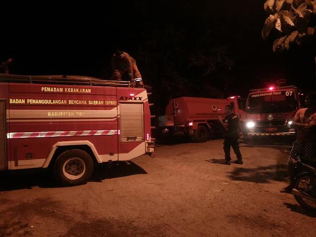 Tiga Unit rumah dan Satu Hand Traktor Dilahap Si Jago Merah