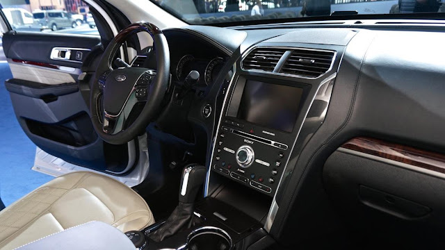 2018 ford explorer platinum review simple cars review. Black Bedroom Furniture Sets. Home Design Ideas