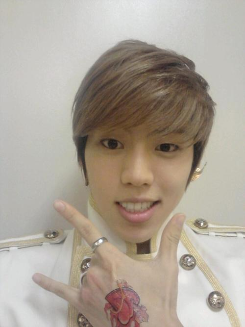 Infinite Dongwoo's handsome selca! ~ Daily K Pop News