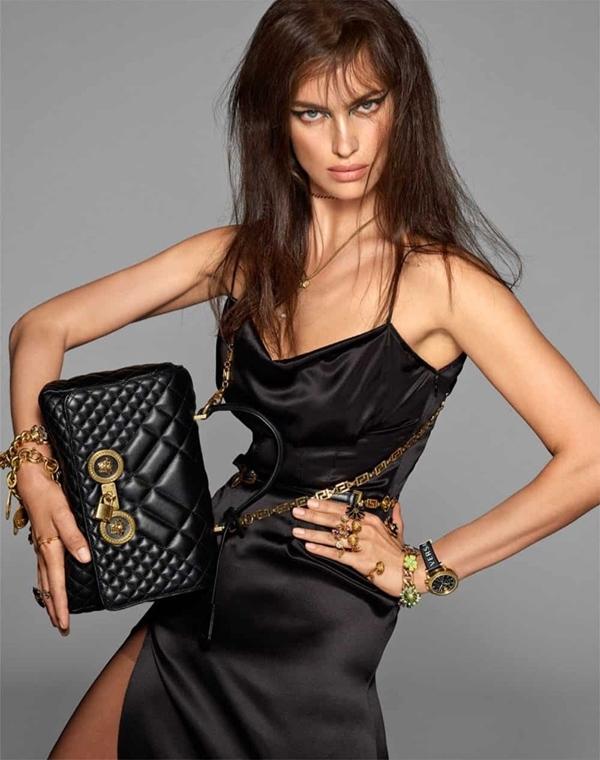 Versace Spring Summer 2019. A Versace convocou um time de peso para  estrelar sua campanha ... fbe9de06b4