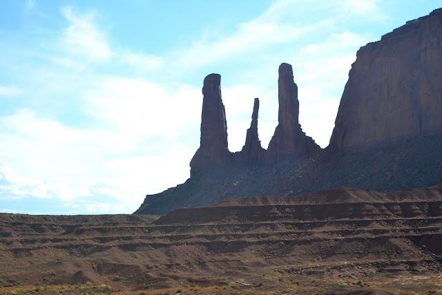Три сестры. Долина монументов, Аризона (The Three Sisters. Monument Valley, AZ)