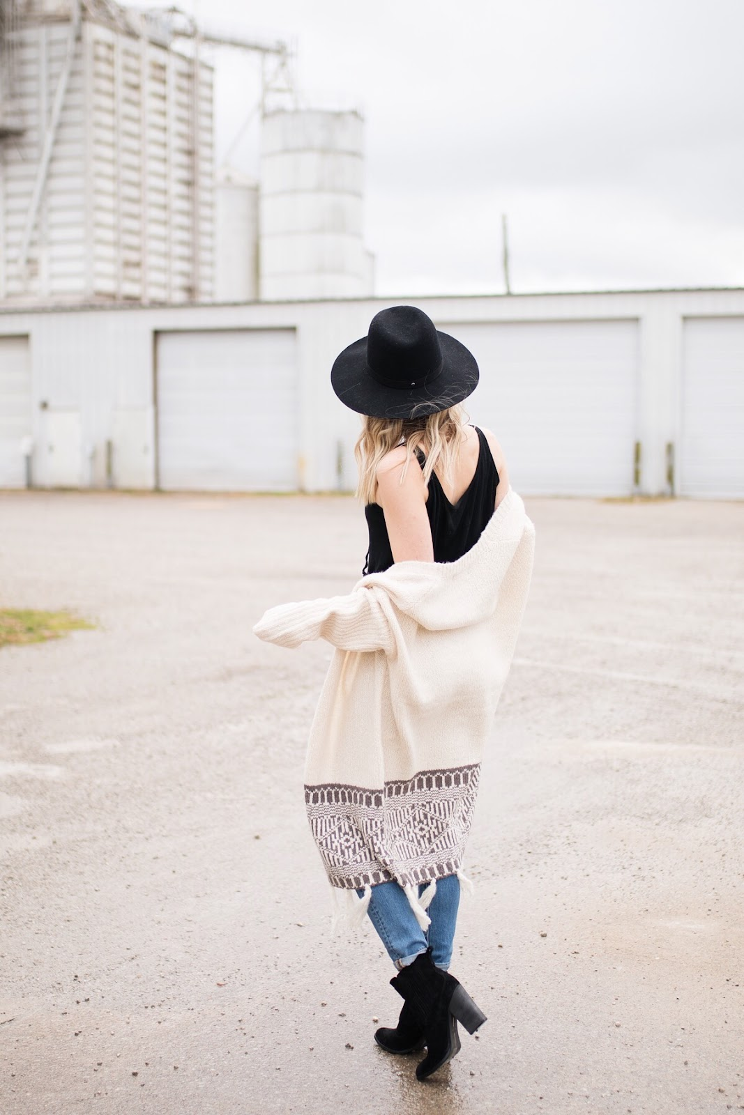oversized cardigan / fall boho outfit