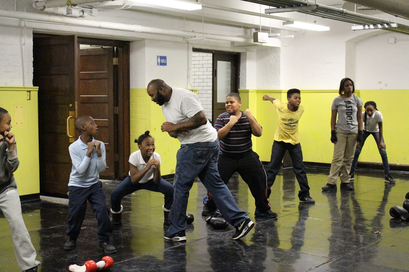 Derek Brown leading a North Lawndale Boxing training session