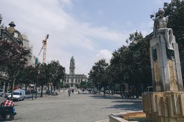 リベルダーデ広場(Praca da Liberdade)