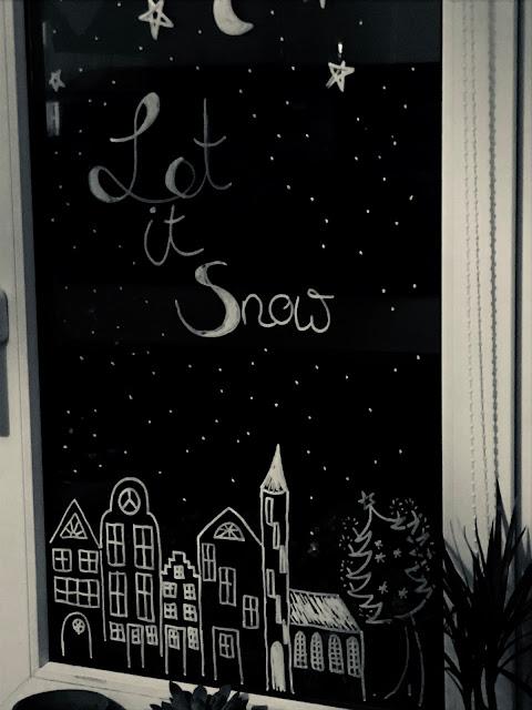 Fensterdeko mit Kreidestift zu Weihnachten - Ein Weihnachtsdorf
