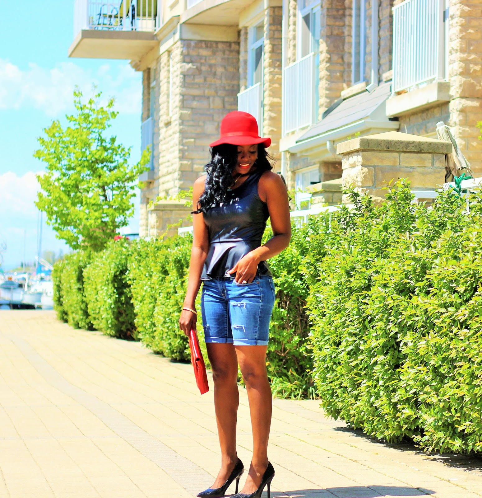 Perfect DIY Distressed Jeans Shorts